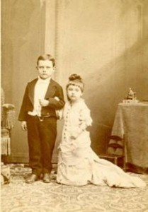 sepia-photo-of-two-children-posing-as-tom-thumb-and-his-wife