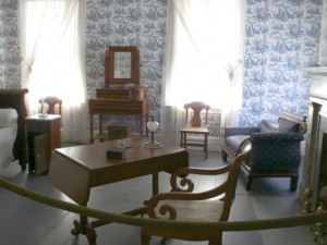 room filled with furniture and wallpaper on the walls