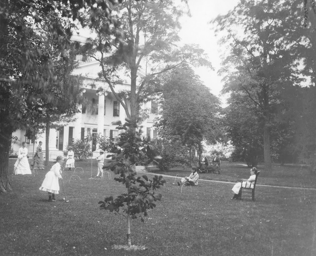 Croquet-on-the-lawn