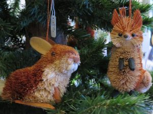 animal-ornaments-on-christmas-tree