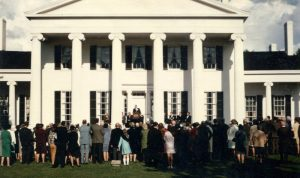 crowd-standing-in-front-of-rose-hill-mansion