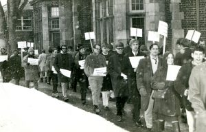 1967-students-protest-with-signs