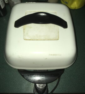 electric skillet with white cover